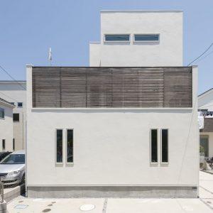白と青の家