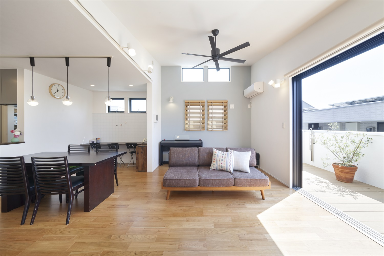 リゾートライク ハウス(屋上から海と江の島が一望、シャワー付デッキが浴室につながったサーファーズハウス)