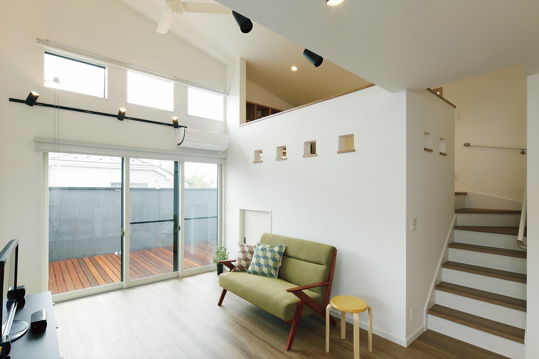 シンプルなスキップフロアの家