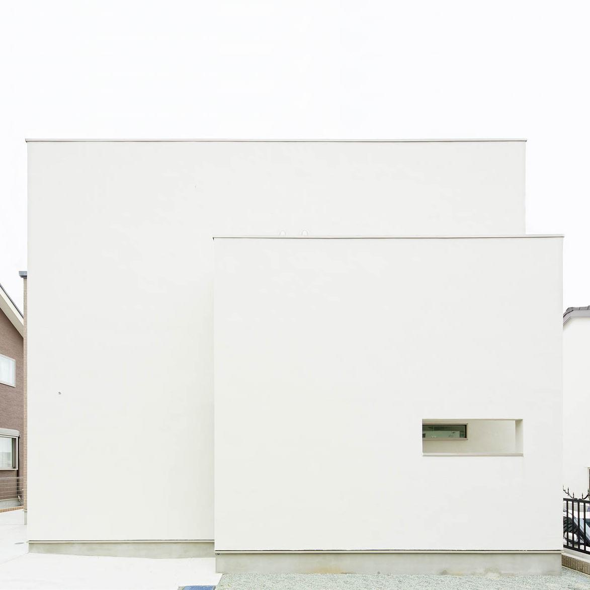 白いキューブ型の家