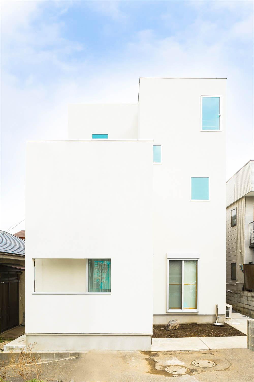 白い清潔感のある家