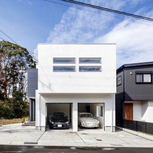 白いガレージハウス