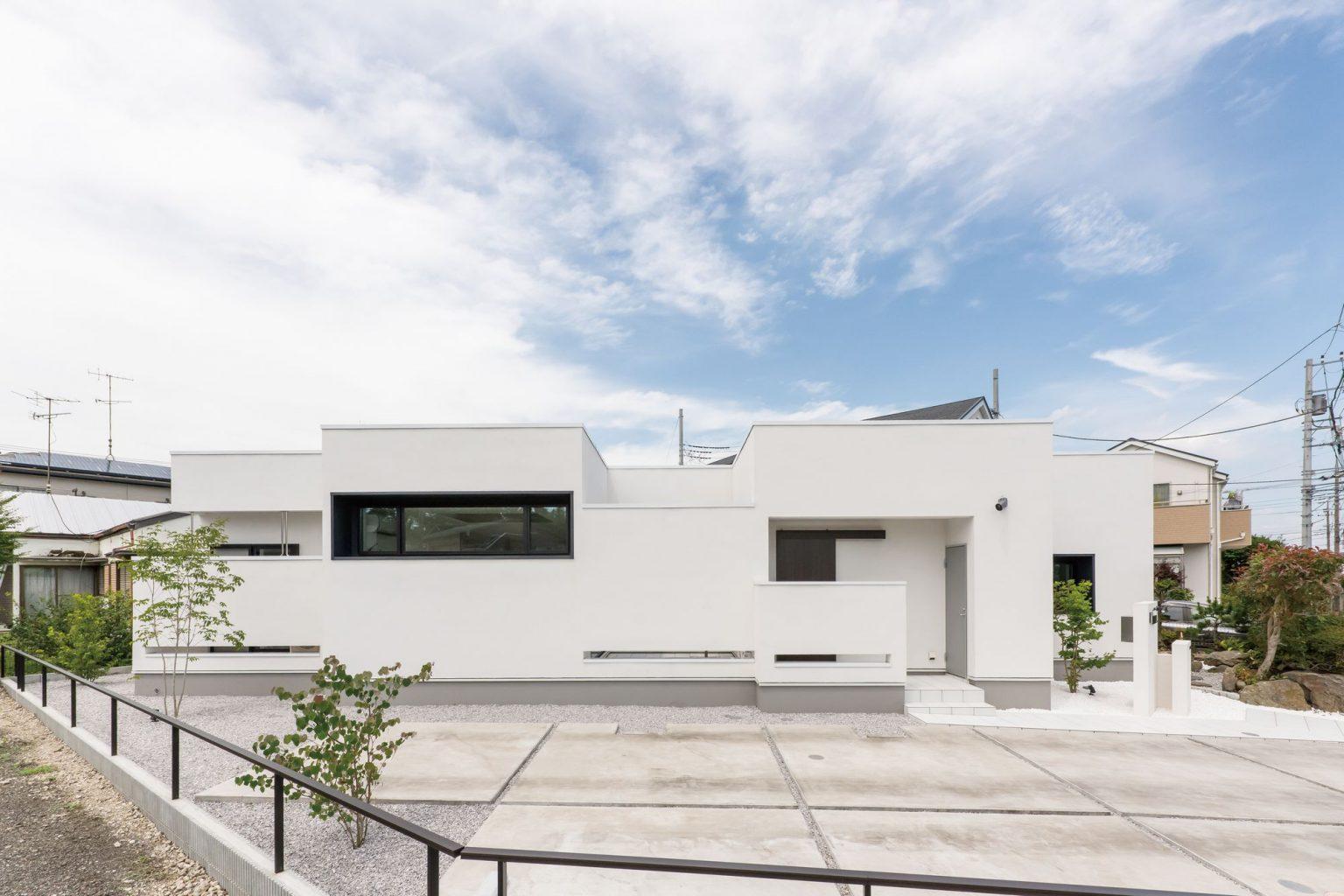 白い広い大きな家